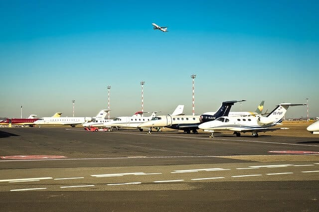 Kenapa Pesawat Memiliki Warna Dominan Putih