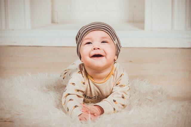 Perlengkapan dan Cara Pijat Bayi yang Berguna untuk Kesehatan