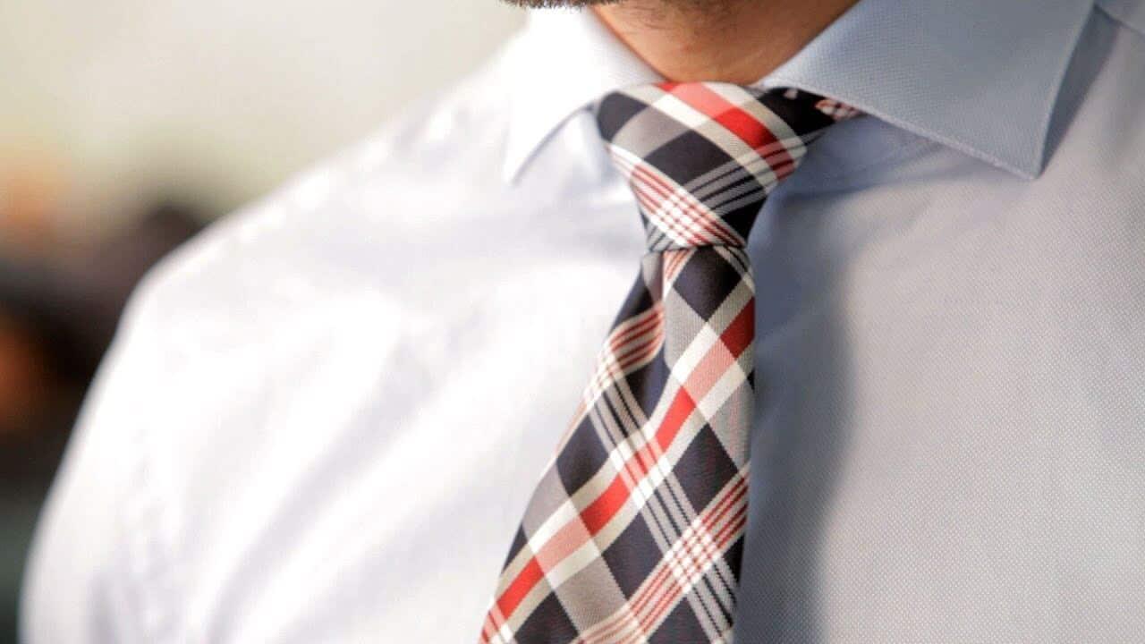 Cara Memakai Dasi Nicky Knot yang Mudah