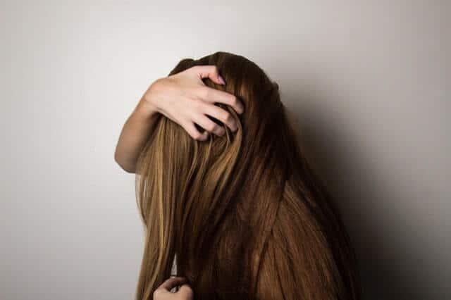 5 Cara Merawat Rambut Rontok dengan Mudah