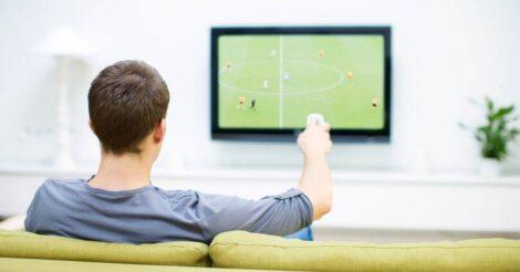 4 Tips Menikmati Waktu Nonton Sepak Bola Bersama Keluarga di Rumah